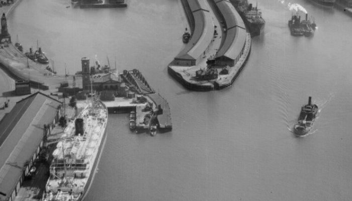 C_-_Queens_Dock_Historic_image_detail